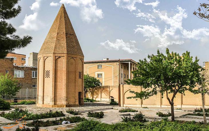 برج قربان، بنایی بازمانده از یک مجموعه عظیم تاریخی