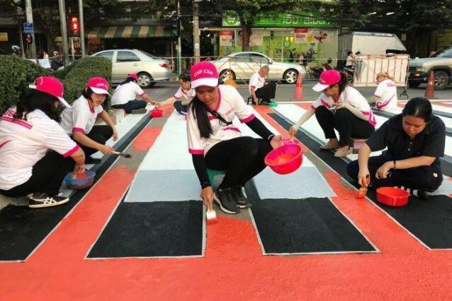 خطوط عابر شناور برای جلب توجه رانندگان در تایلند