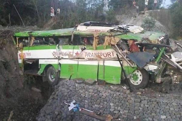 سقوط اتوبوس به دره در اندونزی با 28 کشته و 13 زخمی
