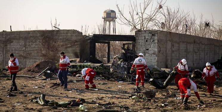 حضور عاملی در منزل شهدای سانحه سقوط هواپیما