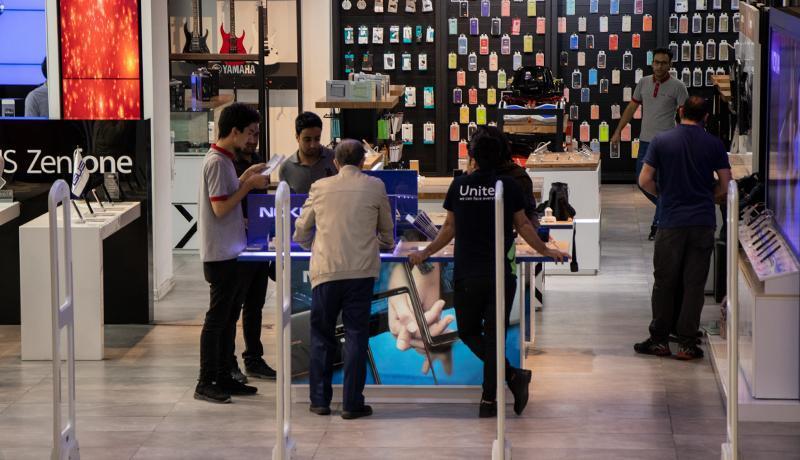 از ابتدای سال تا به امروز واردات آیفون ممنوع است ، فروش گوشی های قاچاقی در بازار