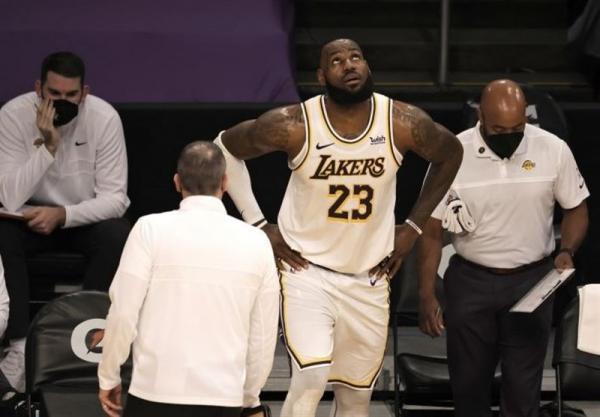 لیگ NBA، غیبت یک ماهه جیمز به دلیل مصدومیت