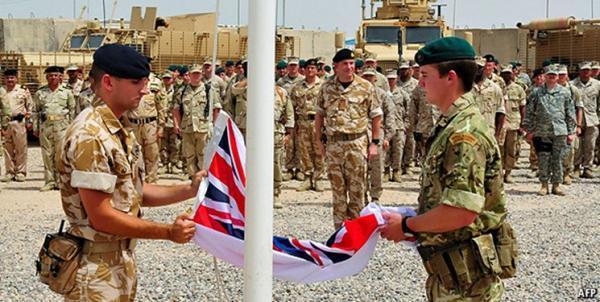 انگلیس به همراه آمریکا نیروهای خود را از افغانستان خارج می نماید