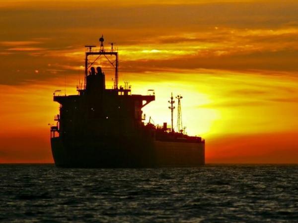 فروش نفت ایران به رغم تحریم ها ادامه دارد