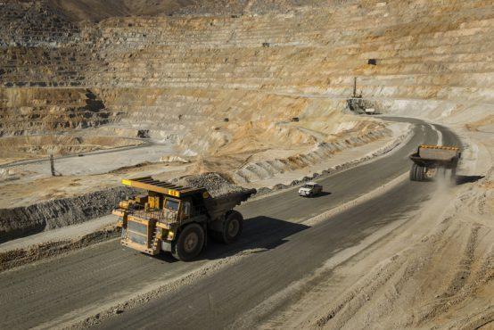 تخریب منابع طبیعی روستای فاقلو تکاب با احداث شبانه جاده معدن ، بی توجهی به حکم دیوان عدالت اداری